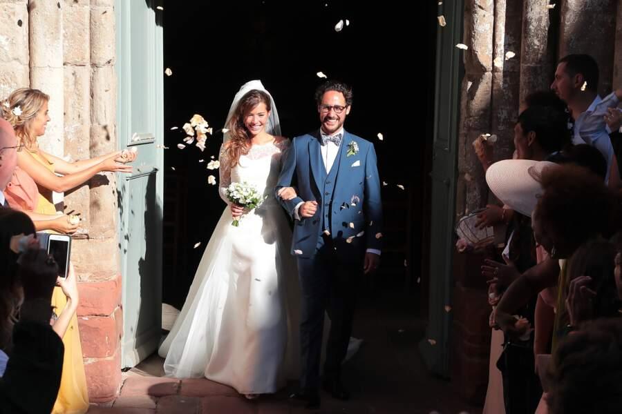 Les jeunes mariés à la sortie de l'église de Meyssac en Corrèze