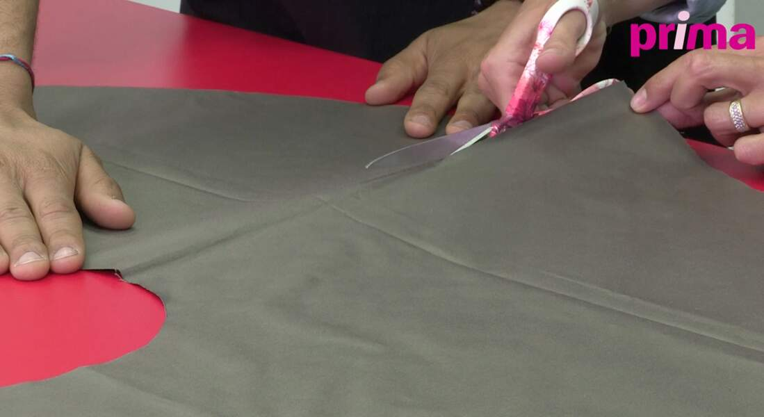 Coupez-le de manière à ouvrir la jupe