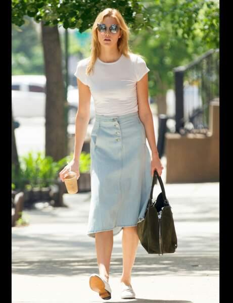 Karlie Kloss et sa jupe délavée