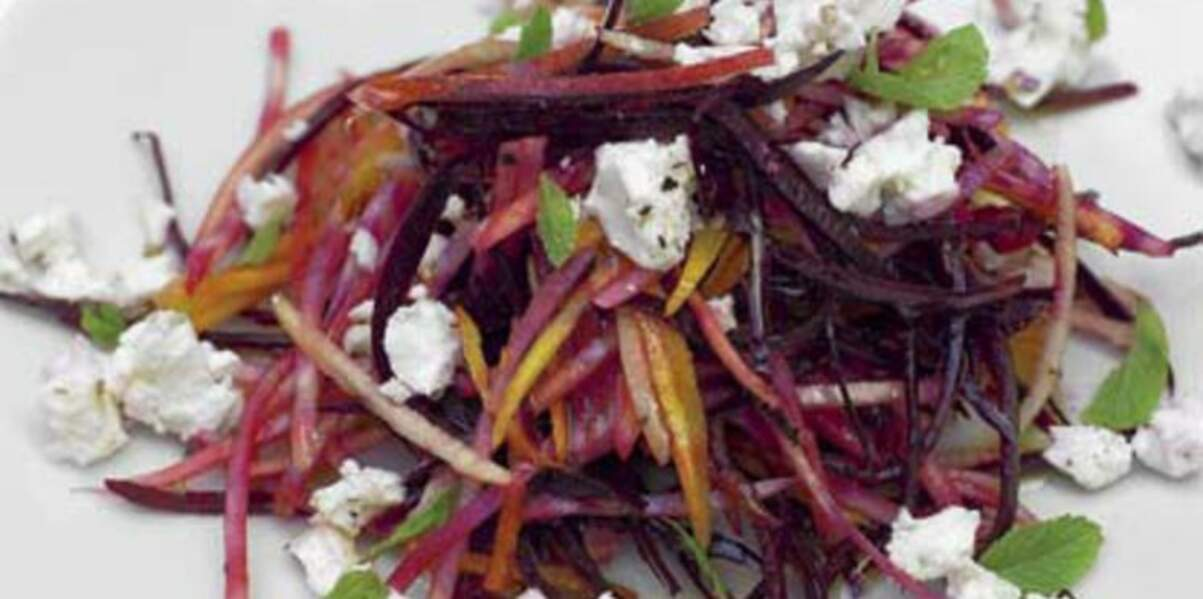 Salade croquante de betteraves crues, à la poire et à la fêta