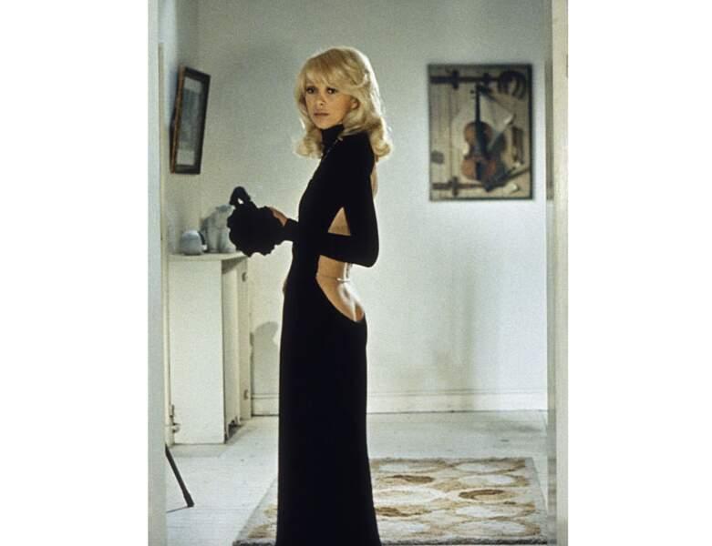 """Mireille Darc en 1972 dans le film """"Le grand blond avec une chaussure noire"""""""