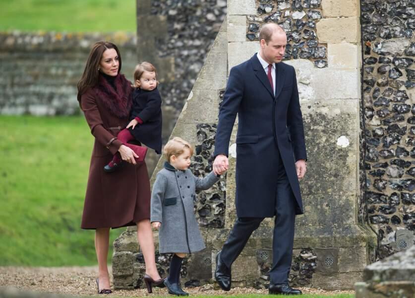La petite famille sur son 31 pour la messe de Noël