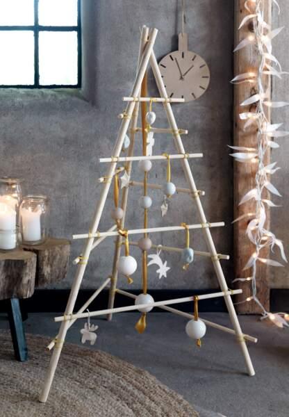 Une déco de Noël pastel en papier : le sapin trépied