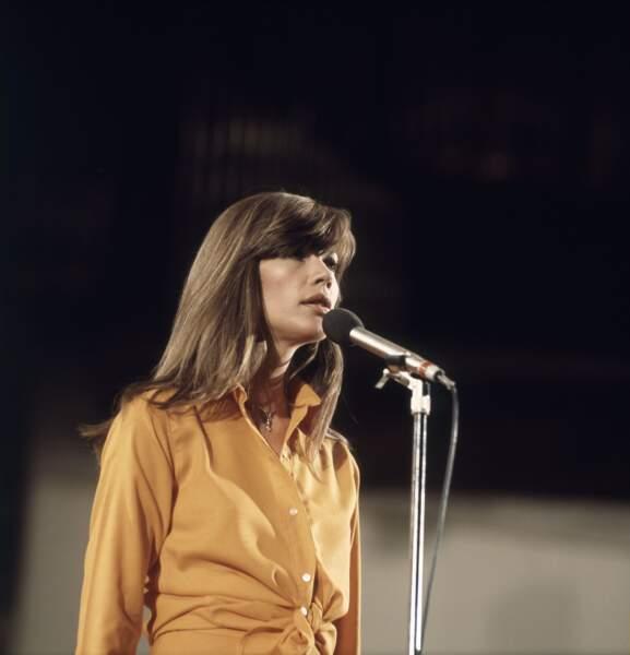 Françoise Hardy sur scène en Allemagne en 1973.