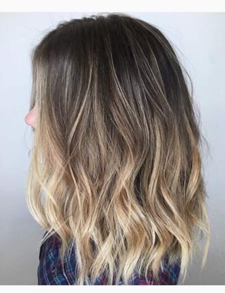La coloration foilyage sur cheveux brun