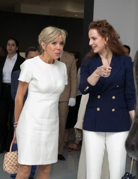 Brigitte Macron, chic en robe blanche