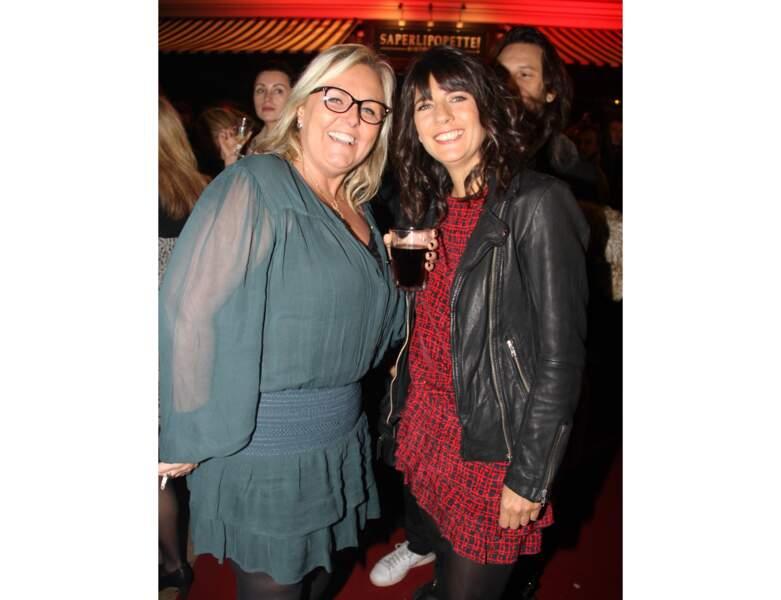 Valérie Damidot pose aux côtés d'Estelle Denis à l'inauguration du restaurant de Nobert Tarayre en 2014
