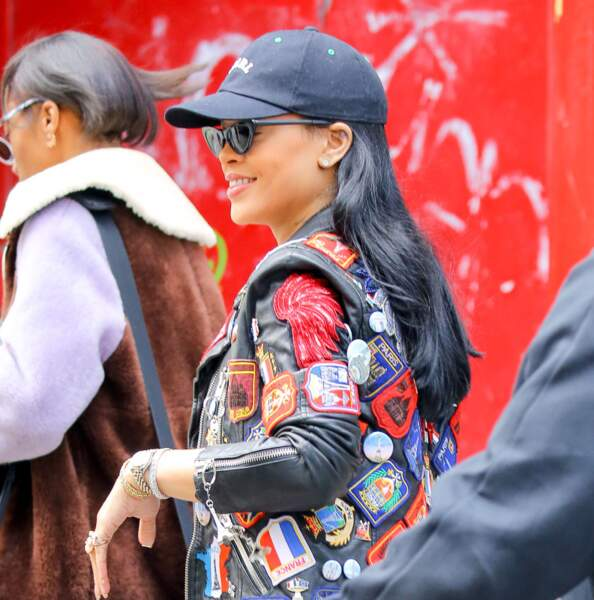 Rihanna a osé les reflets gris pour sa chevelure de jais
