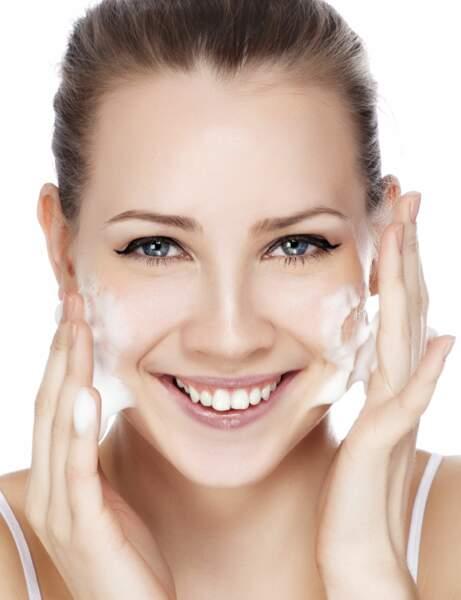Travailler sur un visage parfaitement nettoyé