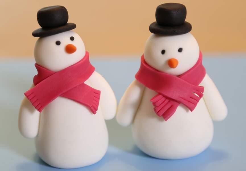Un bonhomme de neige en pâte à sucre