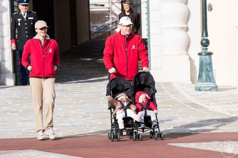 En toute simplicité, Albert, Charlène et les jumeaux marchent pour le climat à Monaco