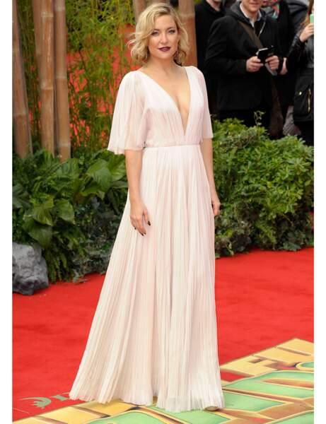 La robe plissée de Kate Hudson