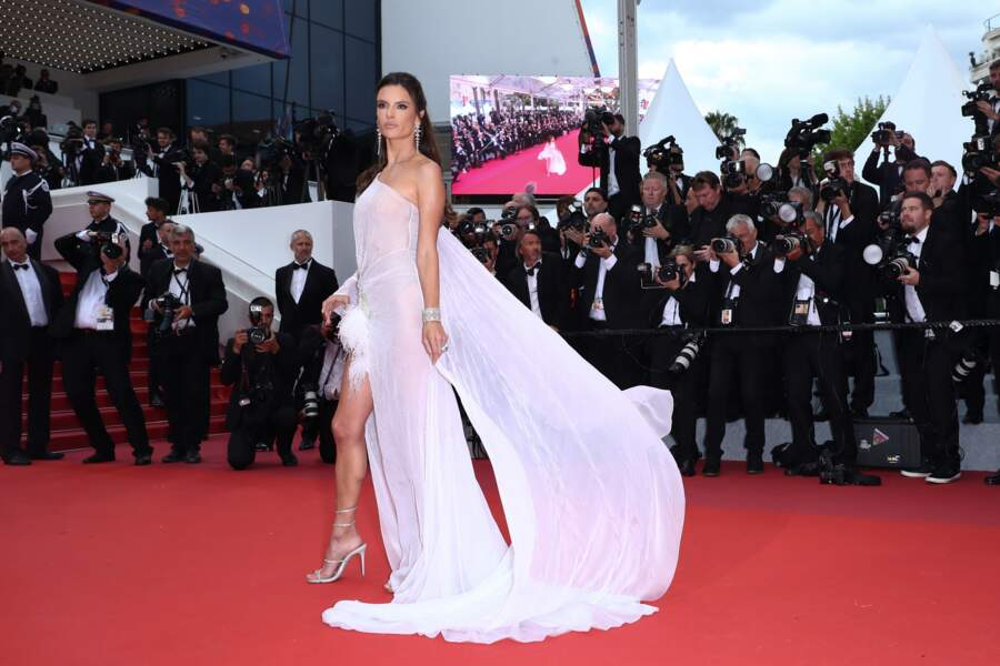 La top Alessandra Ambrosio, absolument sublime