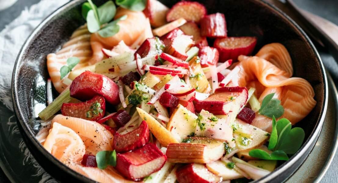 Salade de saumon mariné à la rhubarbe tiède