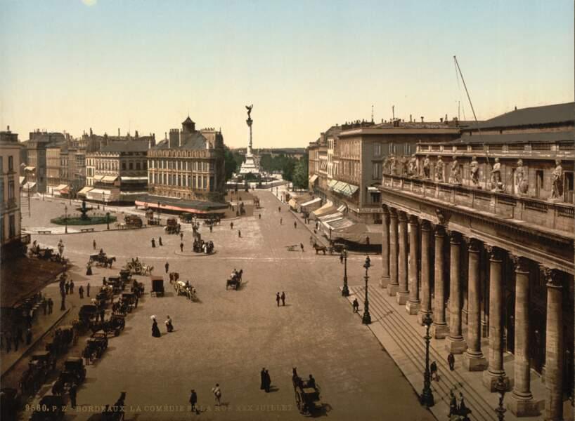 L'Opéra national de Bordeaux (appelé alors Comédie) et le cours du 30 Juillet... sans le tram !