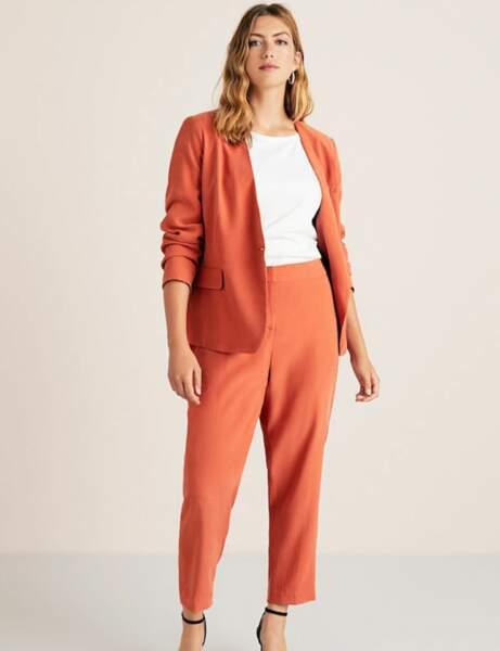 Tendance orange : le tailleur pantalon