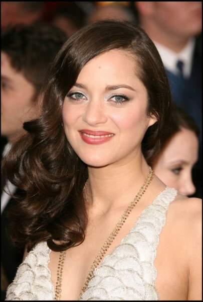 Boucles souple et fard irisé, une mise en beauté glamour pour recevoir son oscar de la meilleure actrice
