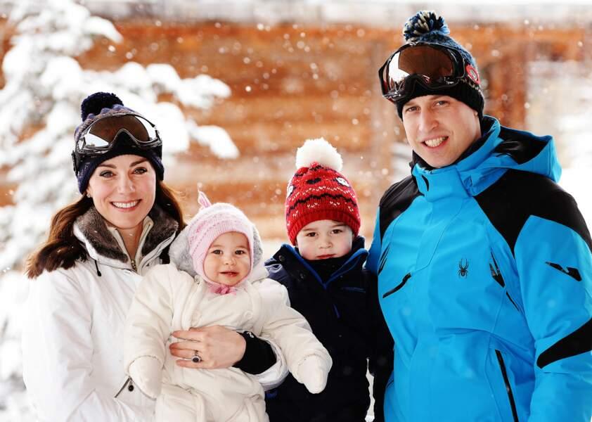 Ici, en doudounes blanches à col effet fourrure, Kate et Charlotte se ressemblent comme deux flocons !