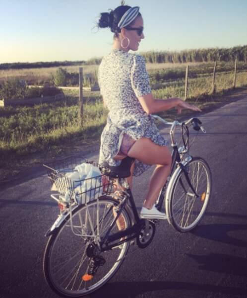 Katy Perry à bicyclette sur l'Ile de Ré, comme si de rien n'était...