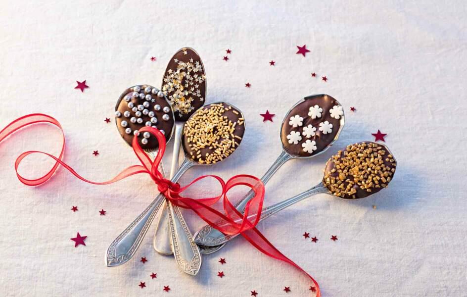 Des cuillères chocolatées