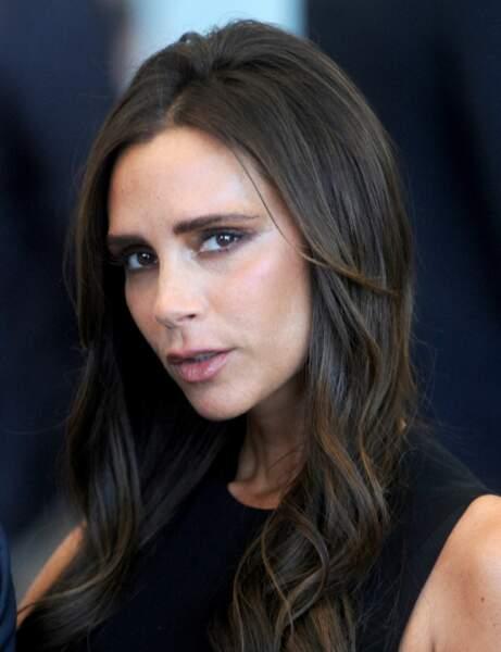 Je veux camoufler mon grand front, j'adopte la frange droite de Victoria Beckham