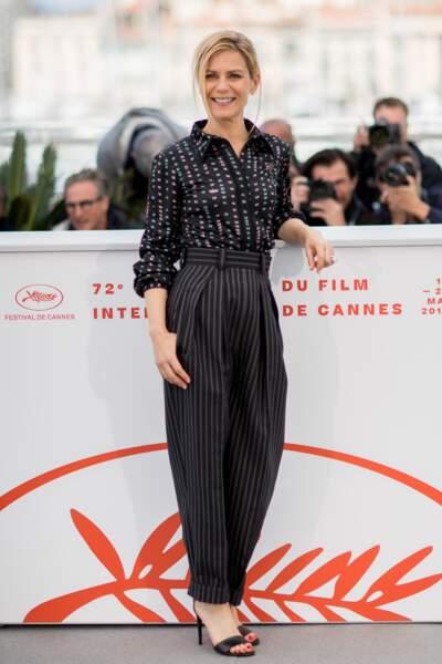 Cannes : Marina Foïs, 49 ans, en pantalon taille haute le jour