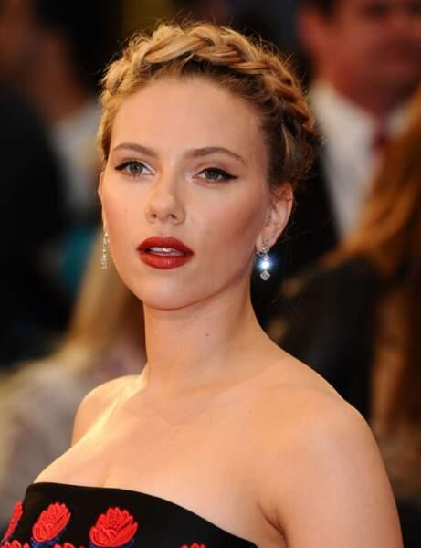 La tresse bandeau pour Scarlett Johansson