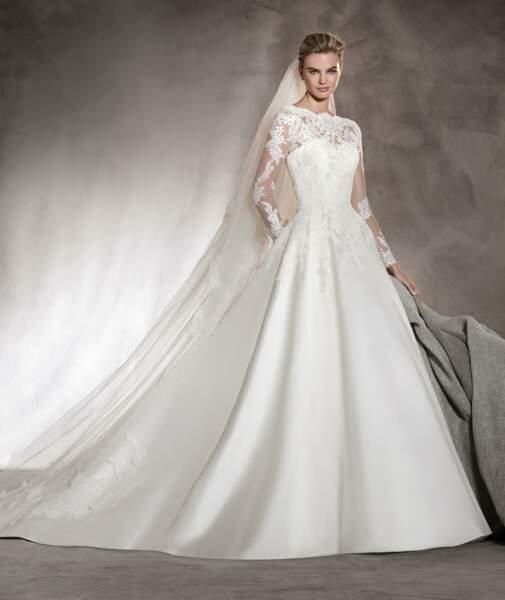 Mariage en hiver : Robe de mariée Alhambra par Pronovias