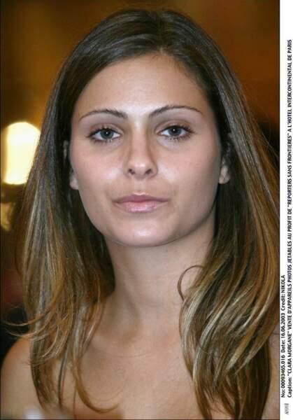 2003, maquillage léger et cheveux longs