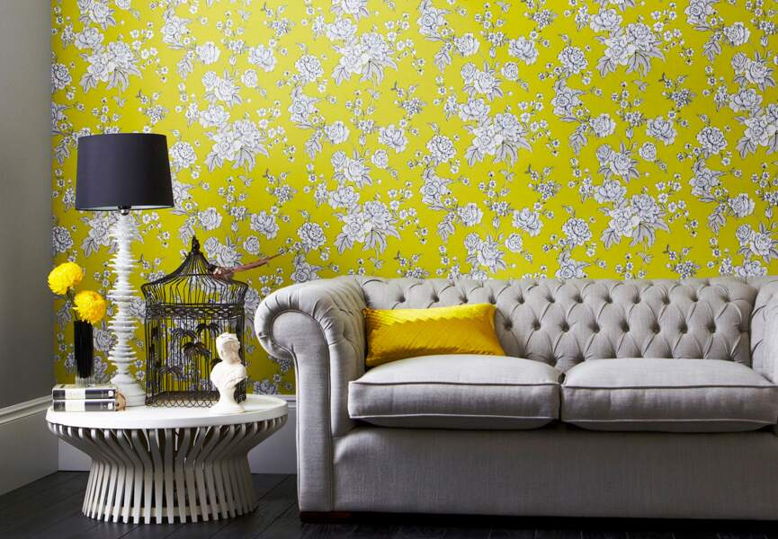 Le papier-peint fleuri, bien installé dans la maison