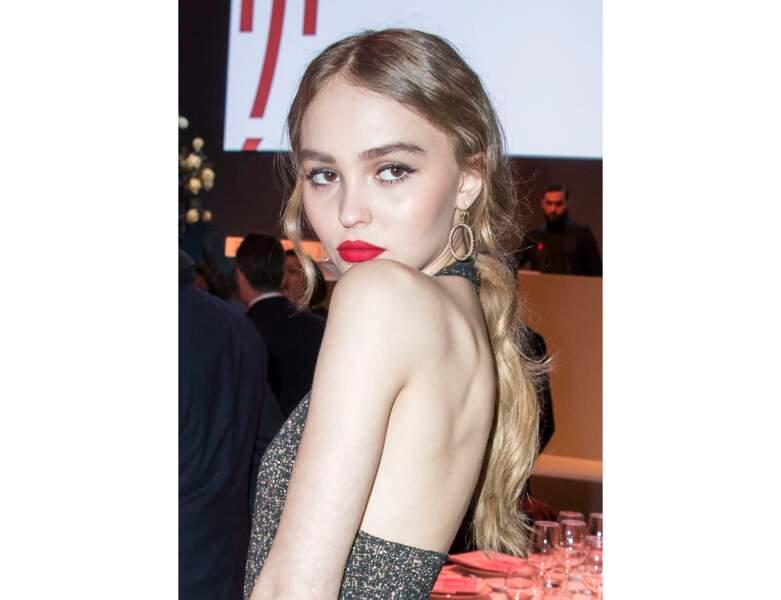 En 2017, la jeune femme apparait avec un rouge à lèvres rouge flamboyant