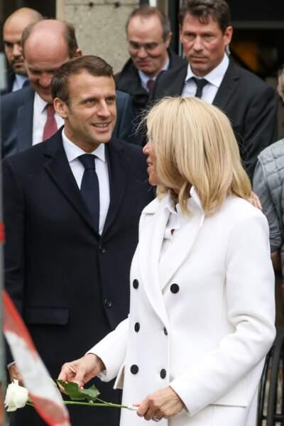 Brigitte Macron ultra-chic en manteau blanc au Touquet