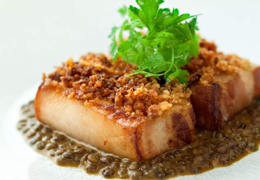 Poitrine de porc pochée aux lentilles