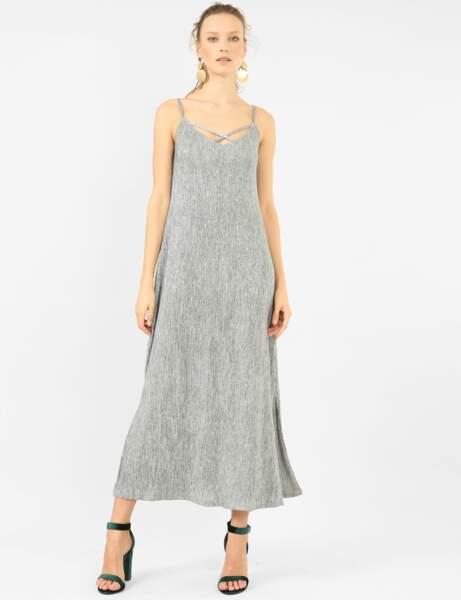 Tenues de fête à petits prix : la robe argentée