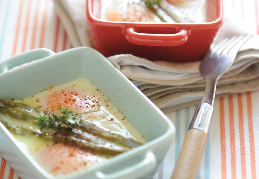 Œufs cocotte aux asperges et piment d'Espelette
