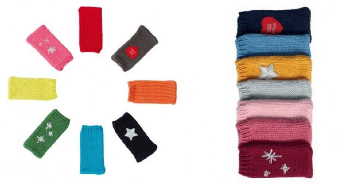 Un étui de smartphone tricoté