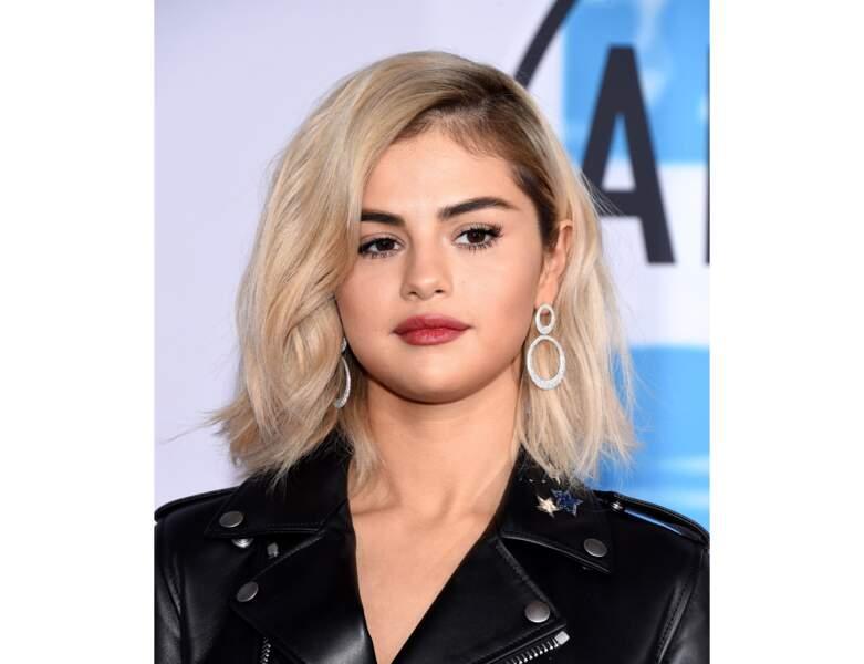 Du blond platine pour Selena Gomez