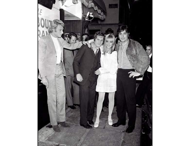 Le voici auprès de Johnny Hallyday, Jean-Jacques Debout et Sylvie Vartan en 1968