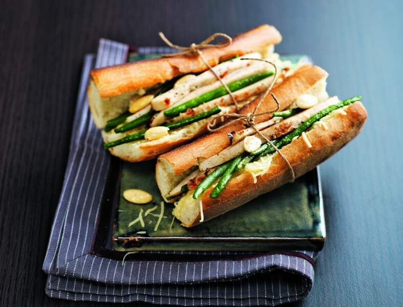 Sandwich poulet, haricots verts, amandes