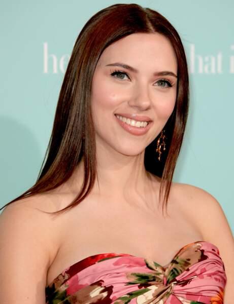 Le brun acajou ultra lisse de Scarlett Johansson