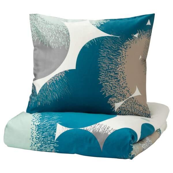 Une parure de lit bleu canard
