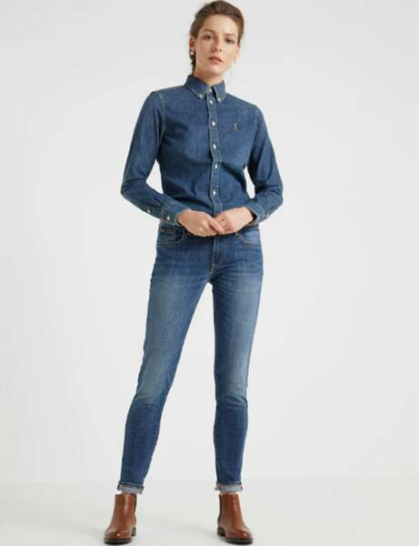 Total look jean : l'ensemble près du corps
