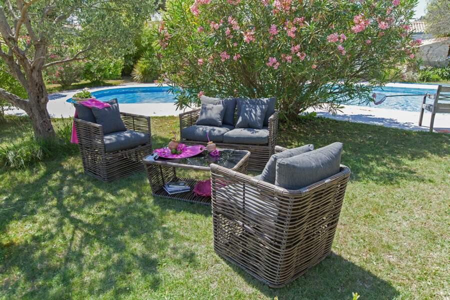 Un joli salon de jardin