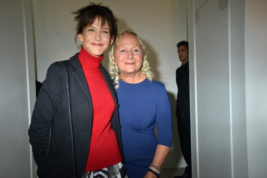 Sophie Marceau avec Agnès B. lors de la présentation de son défilé en octobre 2012.