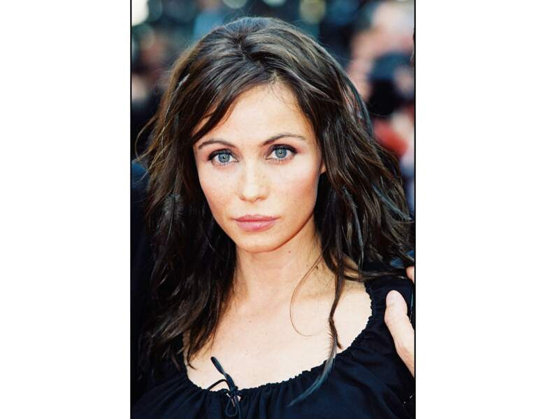 Elle apparait brune en 2000 lors du Festival de Cannes