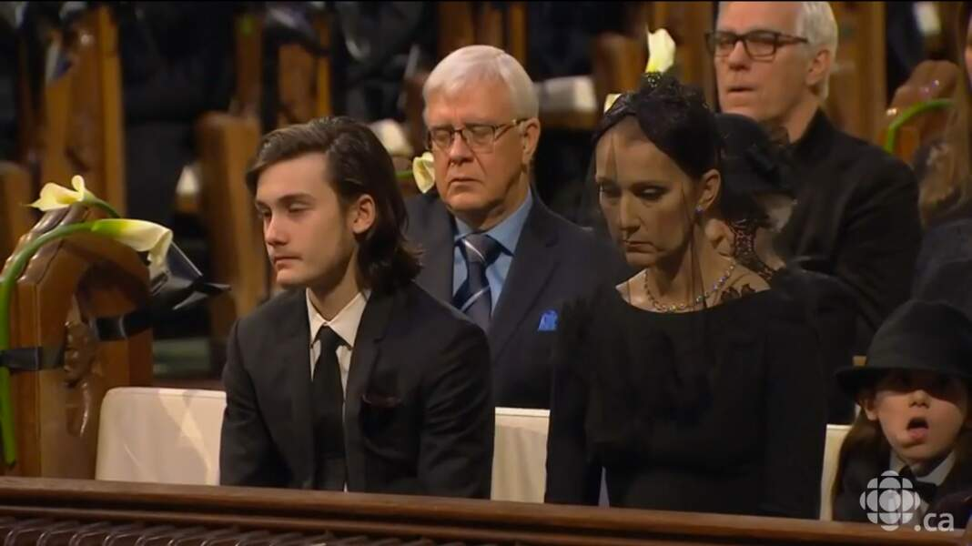 Une mère et son fils bouleversés