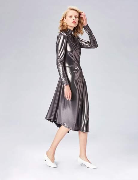 Tenue de soirée : la robe métallisée