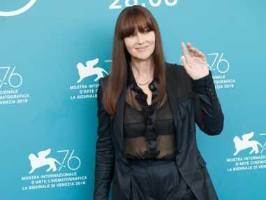 Monica Bellucci à Venise : elle ose la transparence et dévoile ses dessous sexy !