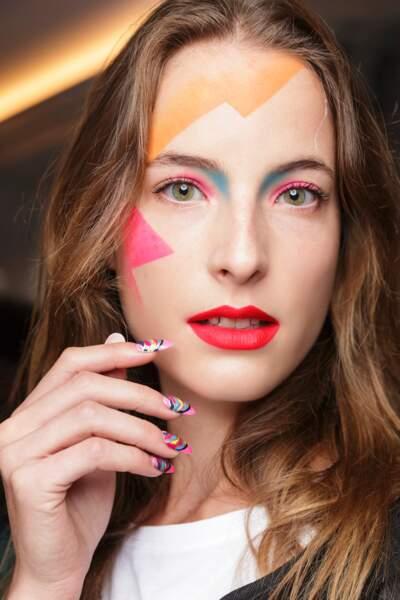 La couleur en fête sur les ongles du défilé Manish Arora