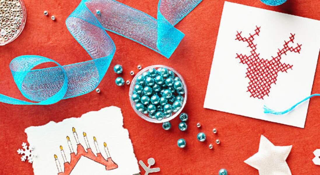 Une étiquette brodée au point de croix pour vos cadeaux de Noël